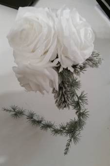composizione floreale di rose in velluto