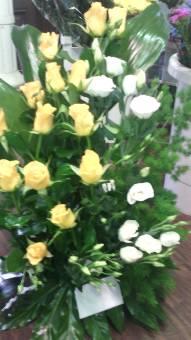 ciotola rose gialle con lisianthus