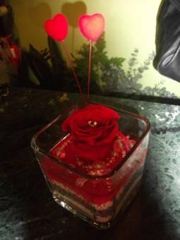 rosa eterna rossa con cuori