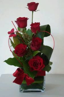 Composizione floreale rose con base di vetro