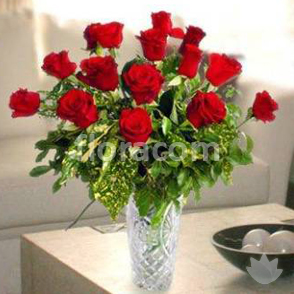 Bouquet corto di rose rosse