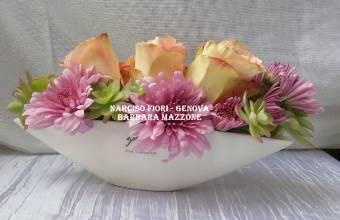 eleganti rose in vaso