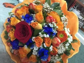 Bouquet misto sull'arancio