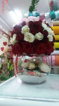 sfera di fiori su vetro