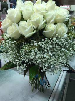 Fascio rose bianche