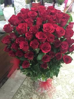 cesto di 100 rose rosse