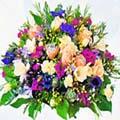 composizione di fiori di stagione colorati