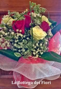 Bouquet o mazzo di rose con verde (5 rose)