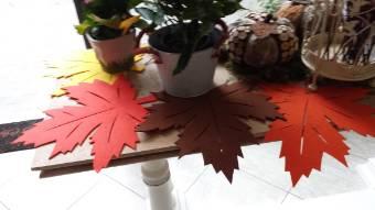 Foglia decorativa in panno colorato cm 34 x 35