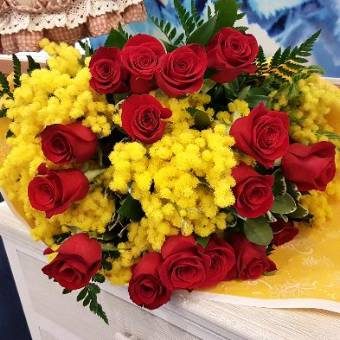 Rose Rosse con Mimosa