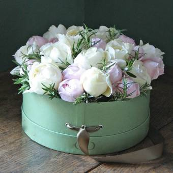 confezione in scatola cilindrica con rose