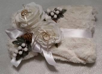 cuscino porta fedi in tessuto con decorazione
